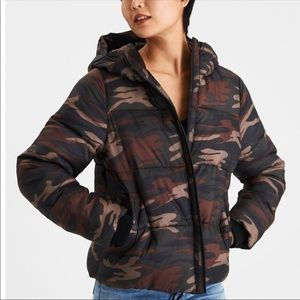 NWT American Eagle Cropped Puffer Jacket